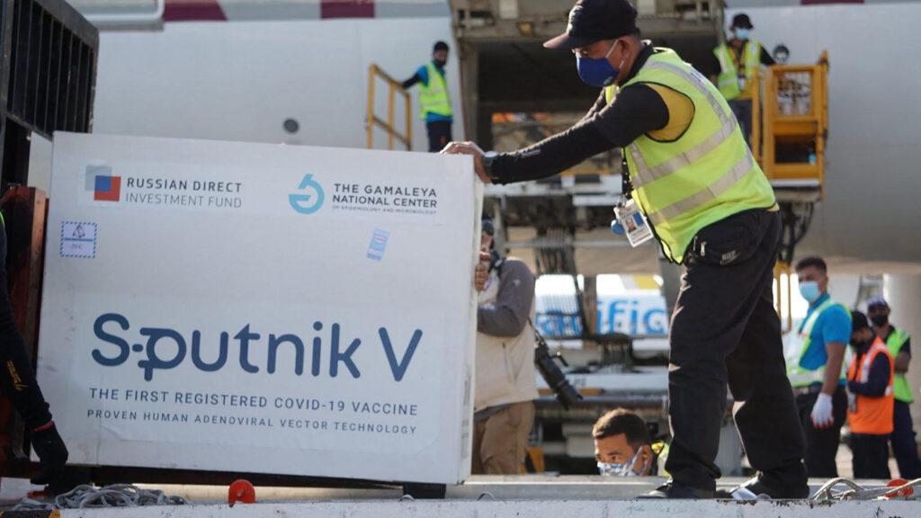 ¿Es la vacuna rusa Covid algo más que un arma política?