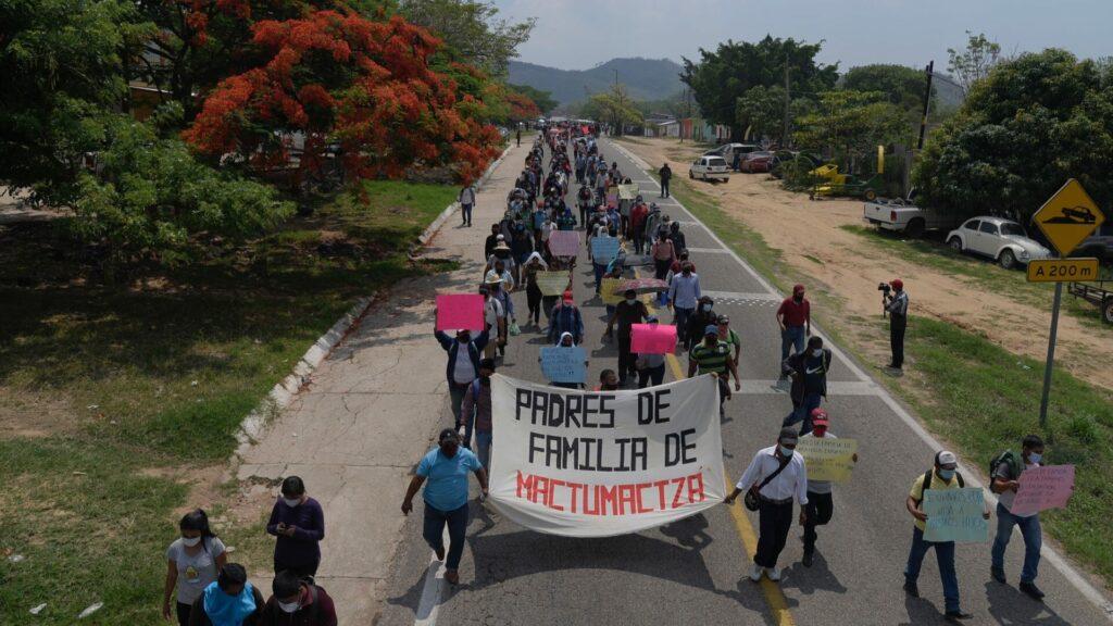 Exigen liberar a 95 normalistas encarcelados tras una protesta en Chiapas