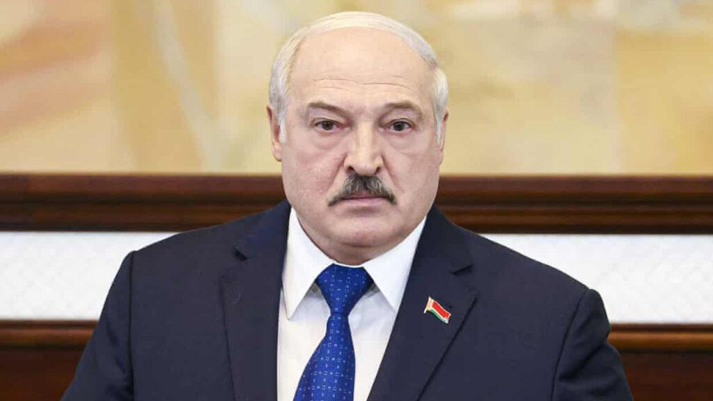 El presidente de Bielorrusia dice que las reacciones contra el aterrizaje forzado de un avión son 'provocaciones planeadas'