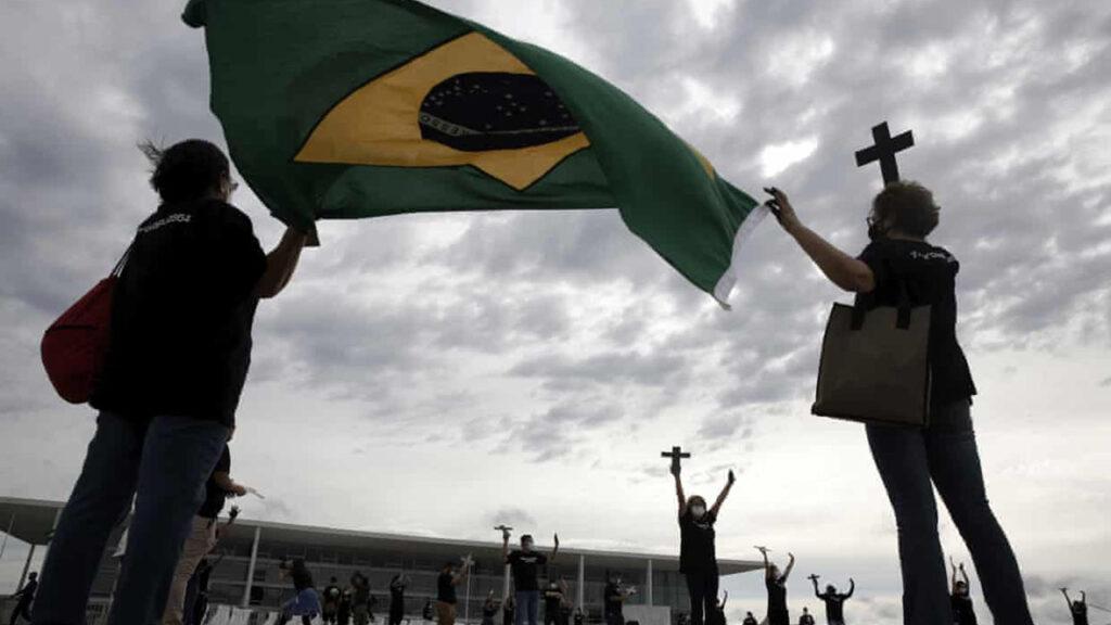 'Esto es trágico': el temor por los jóvenes latinoamericanos ante la aceleración del Covid