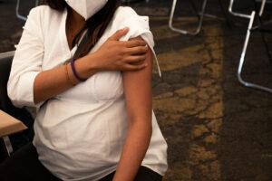 ¿Por qué vacunarse contra el covid-19 en el embarazo podría salvar vidas?