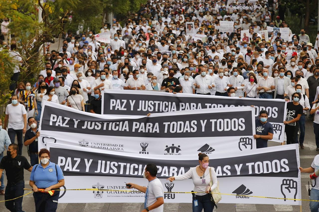 Foto de personas marchando por la paz en Jalisco