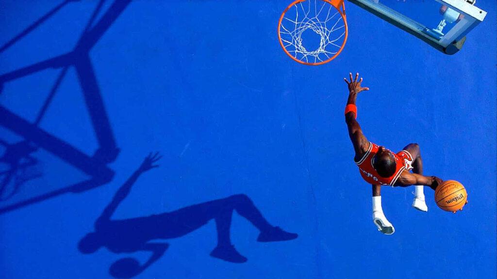 Una clavada de Michael Jordan desde arriba: Walter Iooss y su mejor fotografía