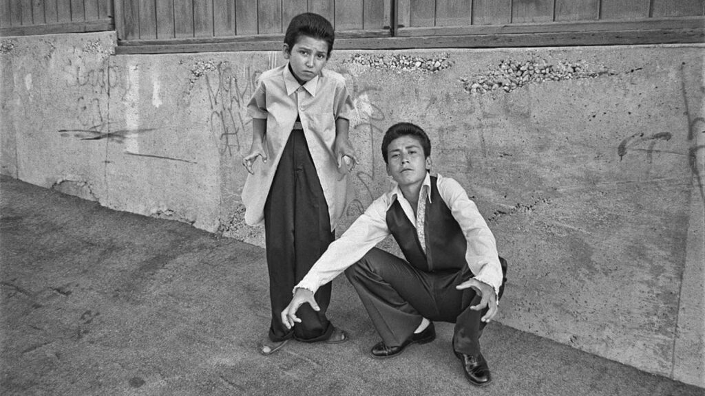 Dos chicos en el corazón de las pandillas de LA: la mejor fotografía de Merrick Morton