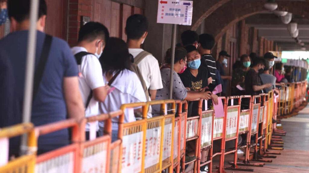 Taiwán incrementó el nivel de alerta nacional  por Covid-19 tras el aumento de las infecciones