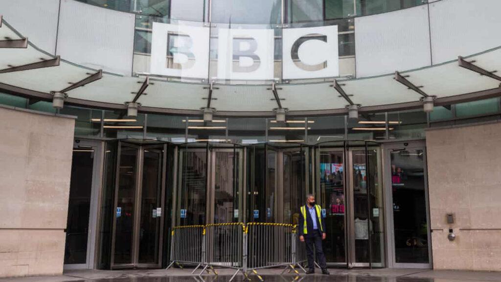 A pesar de todos sus defectos, la capacidad de periodismo crítico de la BBC debe ser algo a celebrar