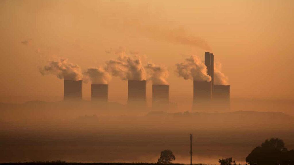 HSBC tiene participación en empresas que planean más de 70 nuevas plantas de carbón