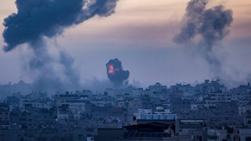 Israel diseña un plan para ataques terrestres en Gaza conforme aumenta la violencia multitudinaria