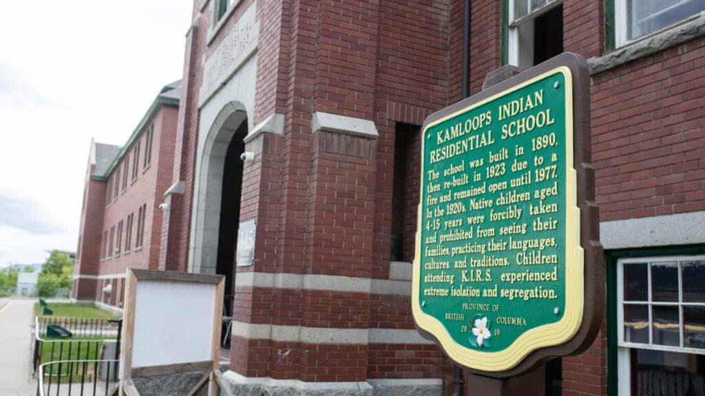 Canadá: encuentran los restos de 215 niños en la residencia de una escuela indígena