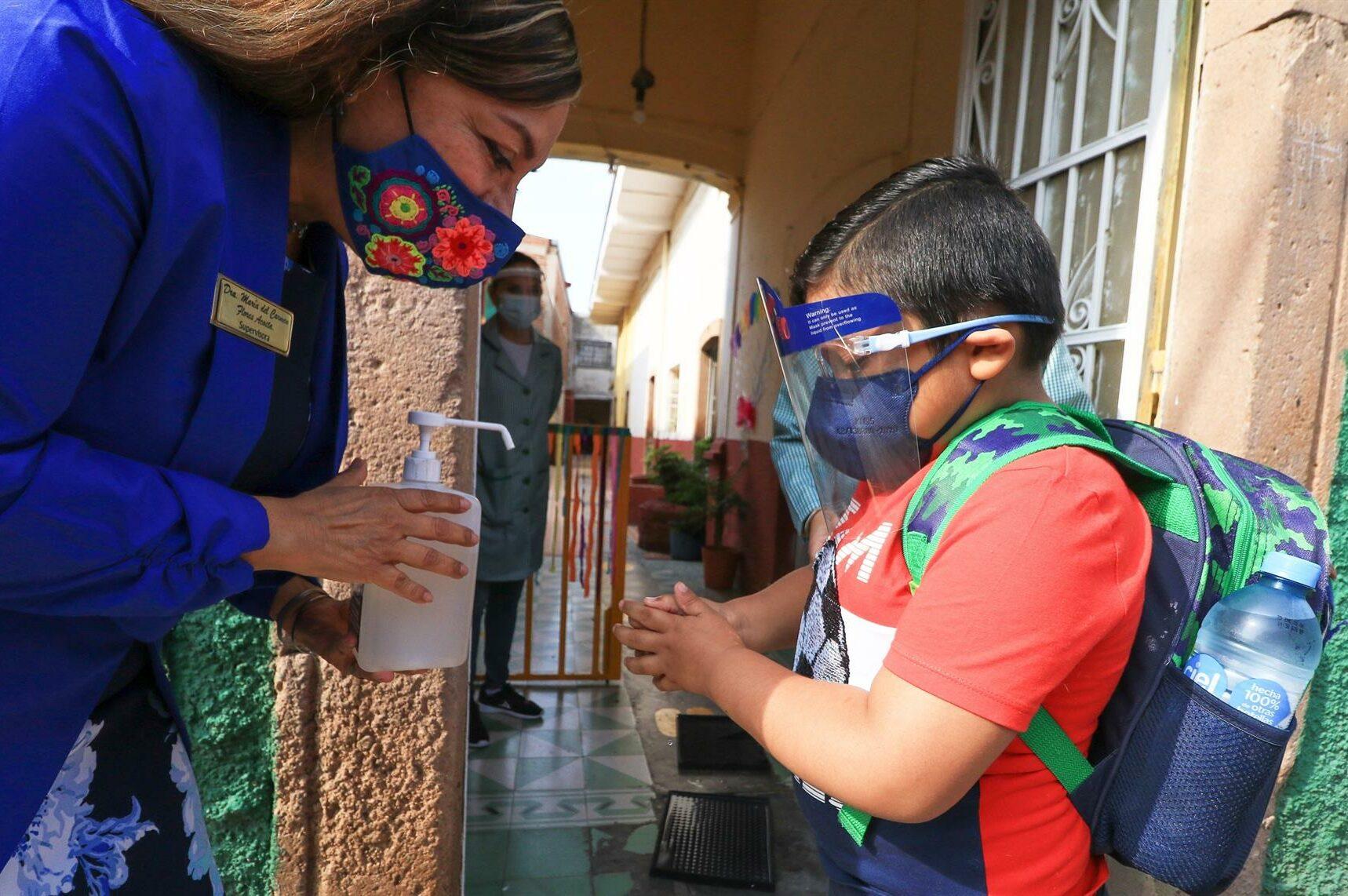 Foto una alumno con regreso a clases en la CDMX