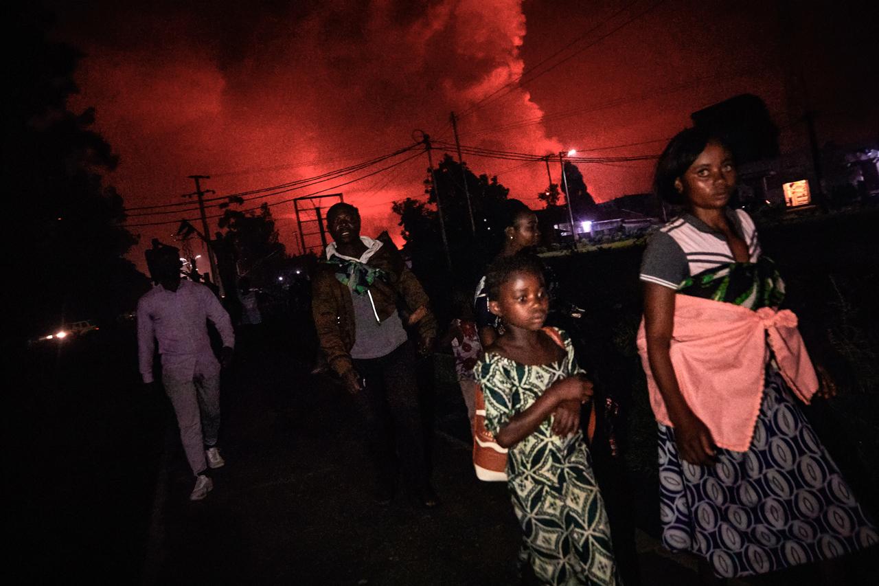 Foto del éxodo por el volcán erupción