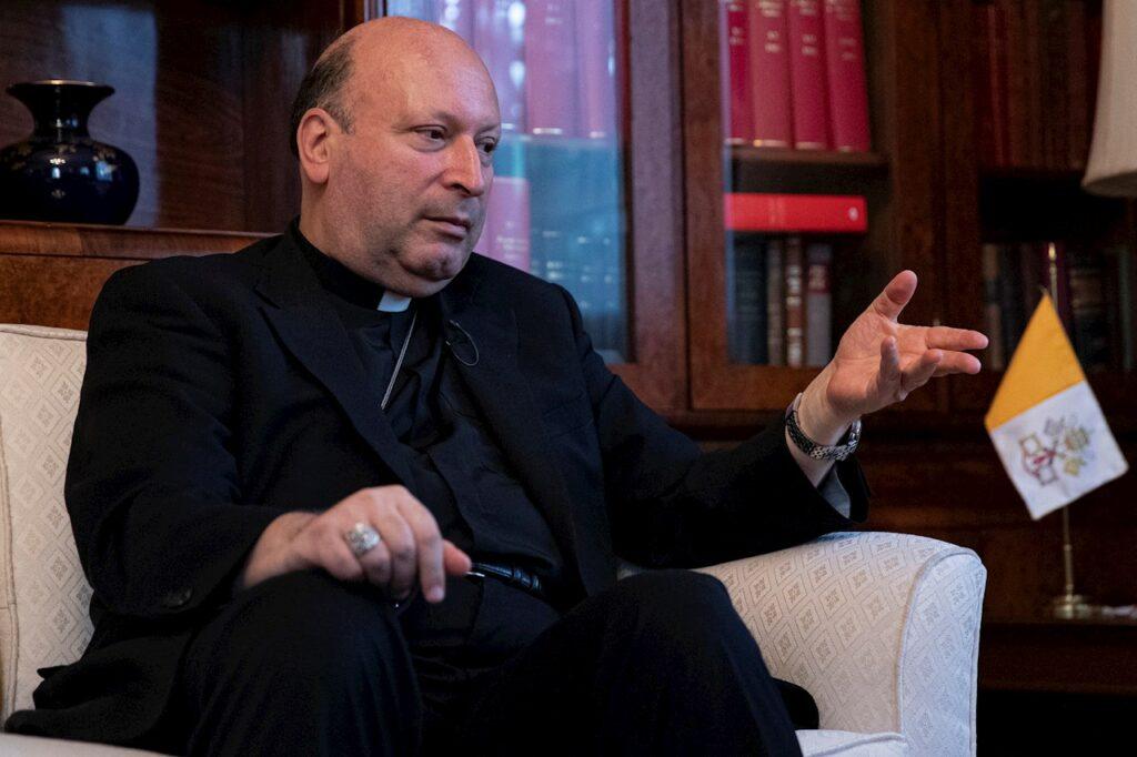 """Representante del papa reconoce que clérigos """"encubrieron"""" abusos sexuales en México"""