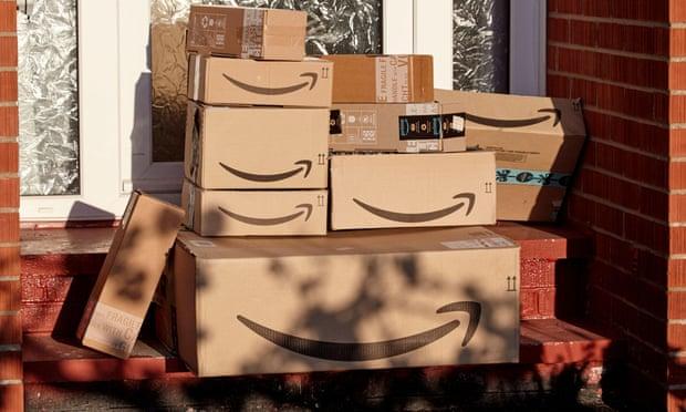 Amazon culpa a las redes sociales de tener problemas con las reseñas falsas