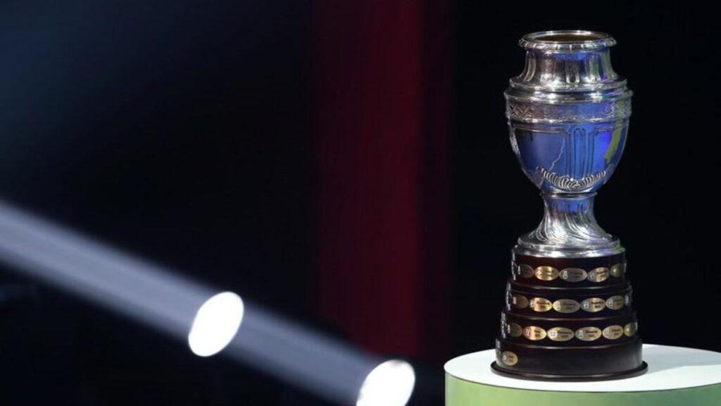 """""""Una vergüenza"""": denuncian a Bolsonaro por albergar la Copa América en medio de una pandemia"""