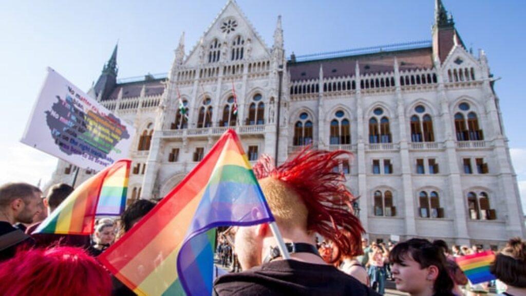 Las aulas de Hungría se han convertido en el nuevo campo de batalla contra la 'ideología LGBT'