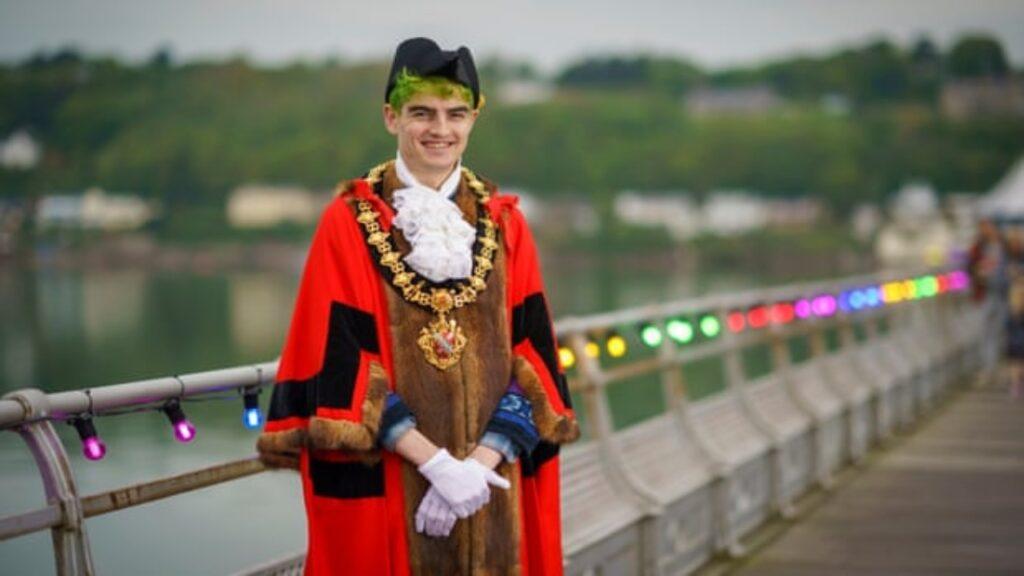 Owen Hurcum, el primer alcalde no binario del mundo