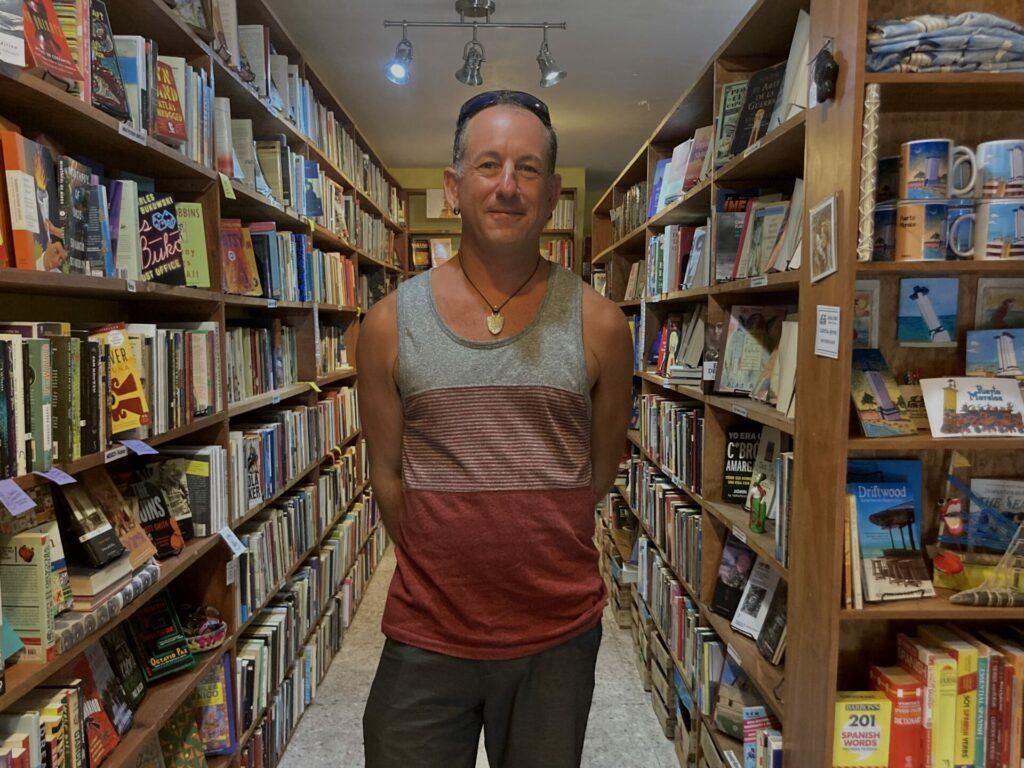 Caleb Moss dice que si México fuera una novela se titularía Belleza y caos