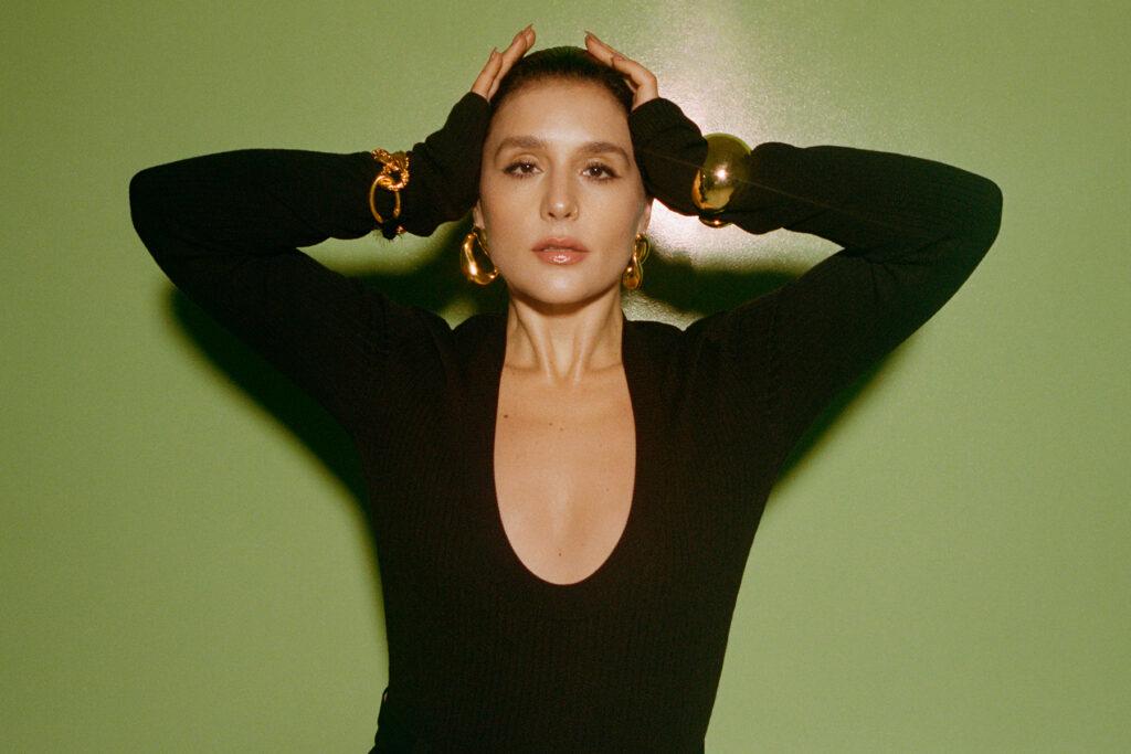 Jessie Ware: 'La comunidad LGBTQ+ ha estado conmigo desde el principio y este álbum es su corona'