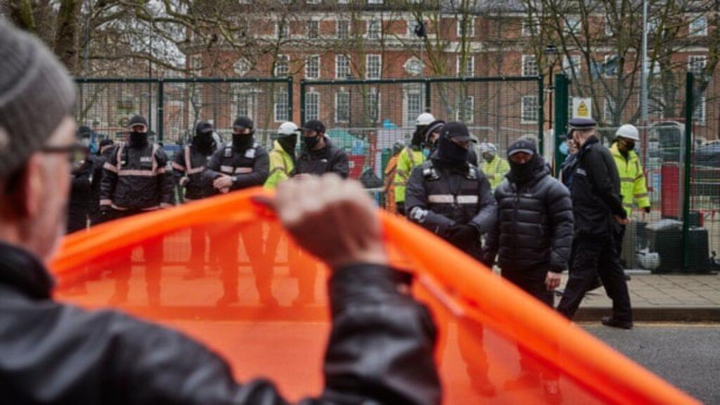 Reino Unido introduce tres leyes que amenazan los derechos humanos, dice experto de la ONU