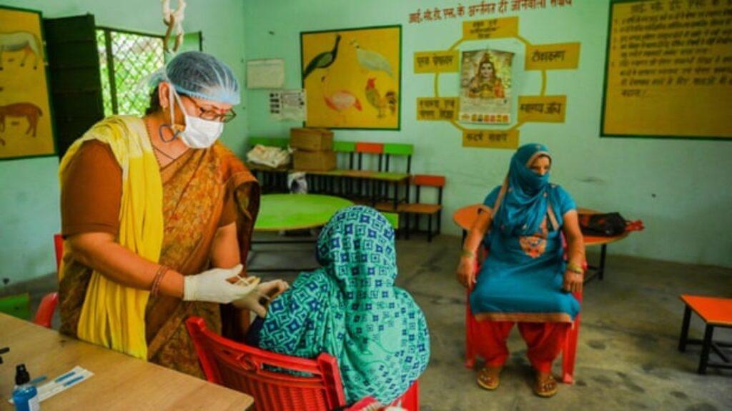 Brecha de género por Covid en la India: las mujeres quedan atrás en la campaña de vacunación