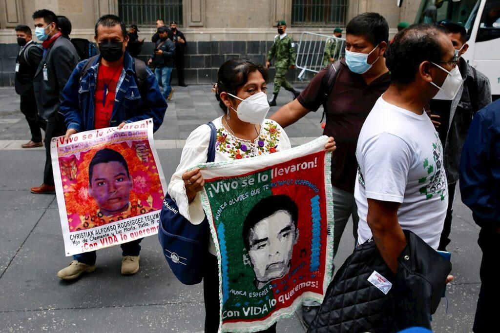 La muerte envuelve el caso Ayotzinapa en su séptimo aniversario