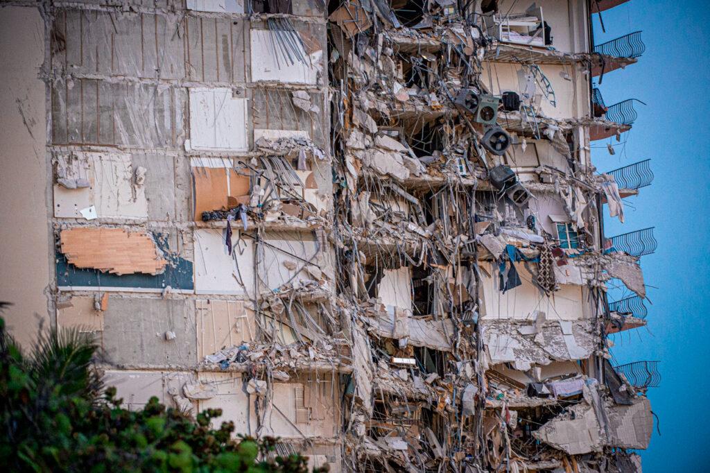 Ya suman 18 fallecidos por el derrumbe del edificio en Miami