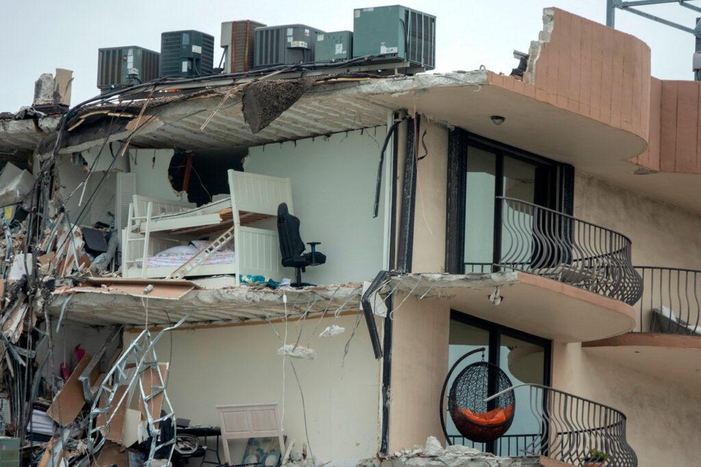 Derrumbe en Miami deja 99 desaparecidos, 18 latinos entre ellos