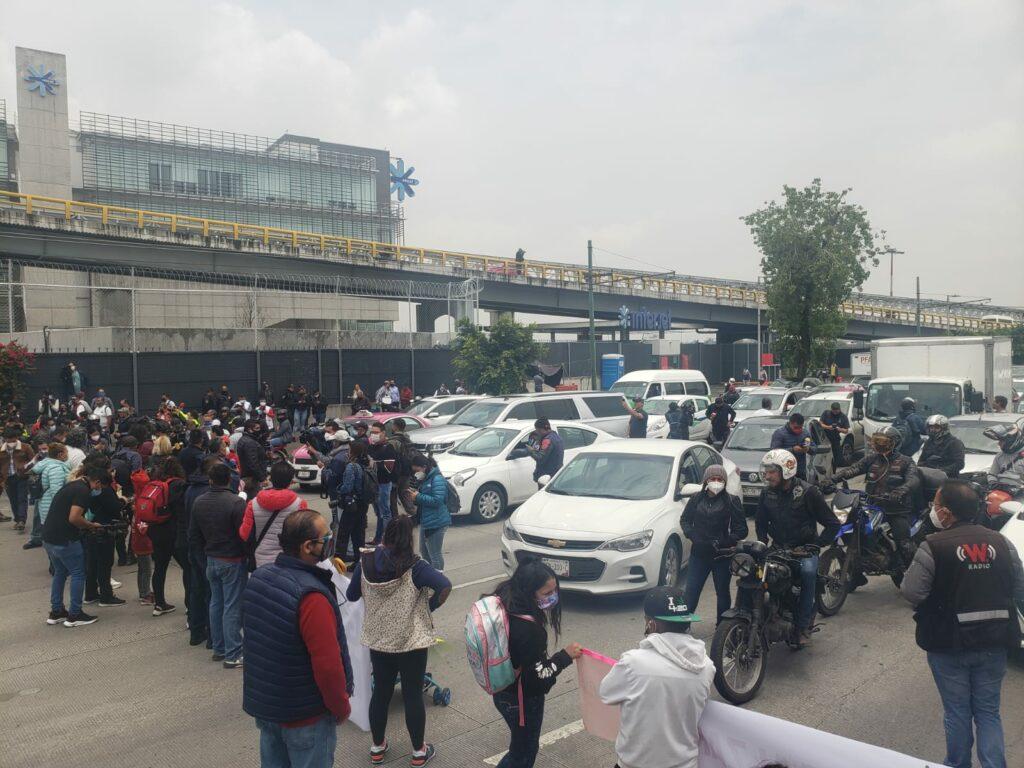Padres de niños con cáncer levantan bloqueo en el aeropuerto, tras 8 horas de protesta