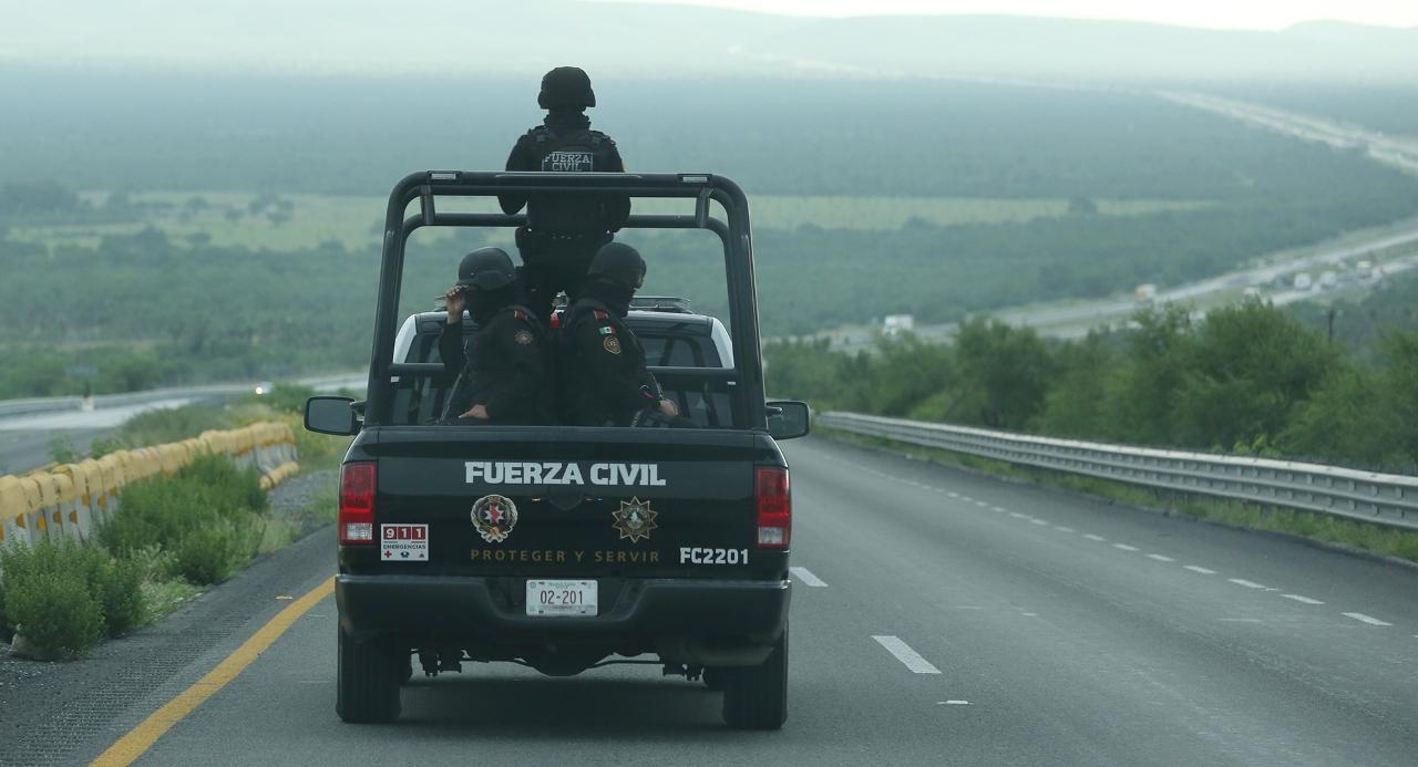 Foto del operativo en en la Monterrey-Nuevo Laredo.