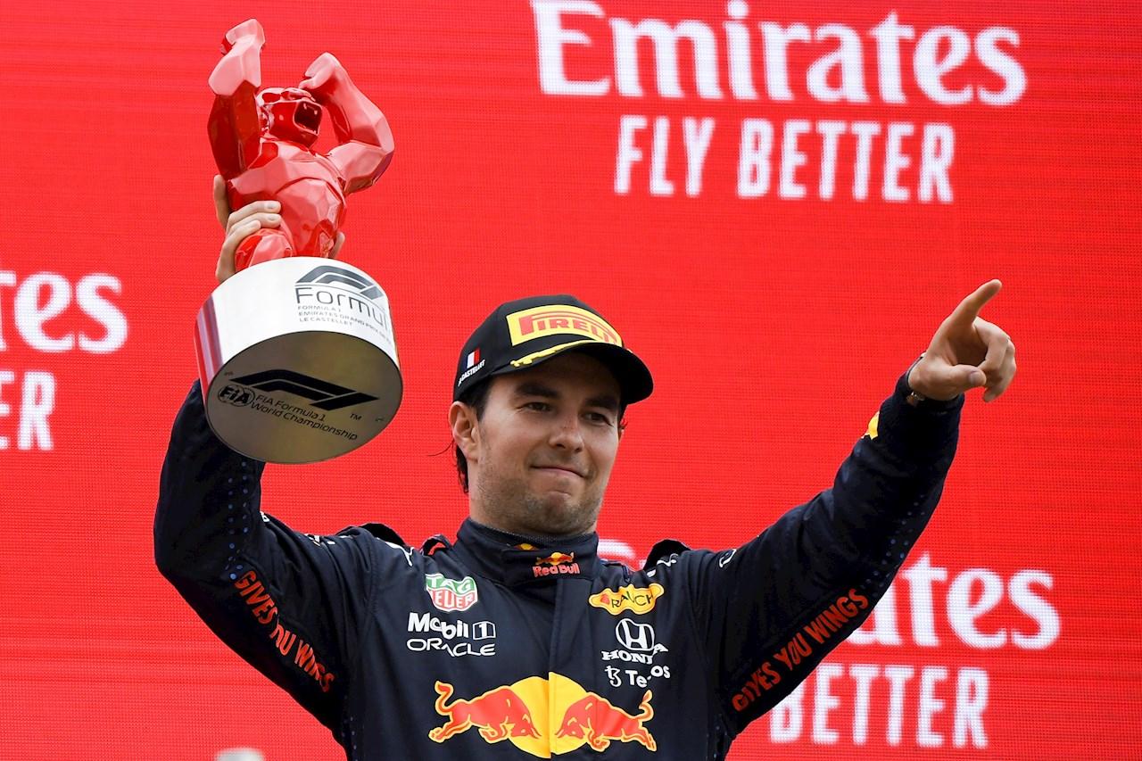 Foto de Checo Pérez celebrando en el Gran Premio de francia