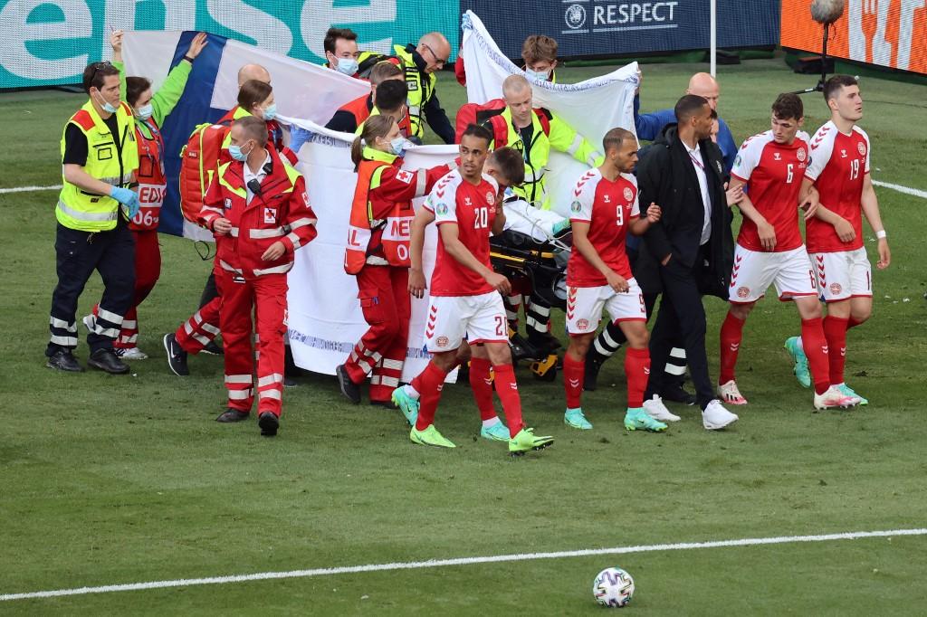 Christian Eriksen, jugador de Dinamarca, está consciente y puede hablar