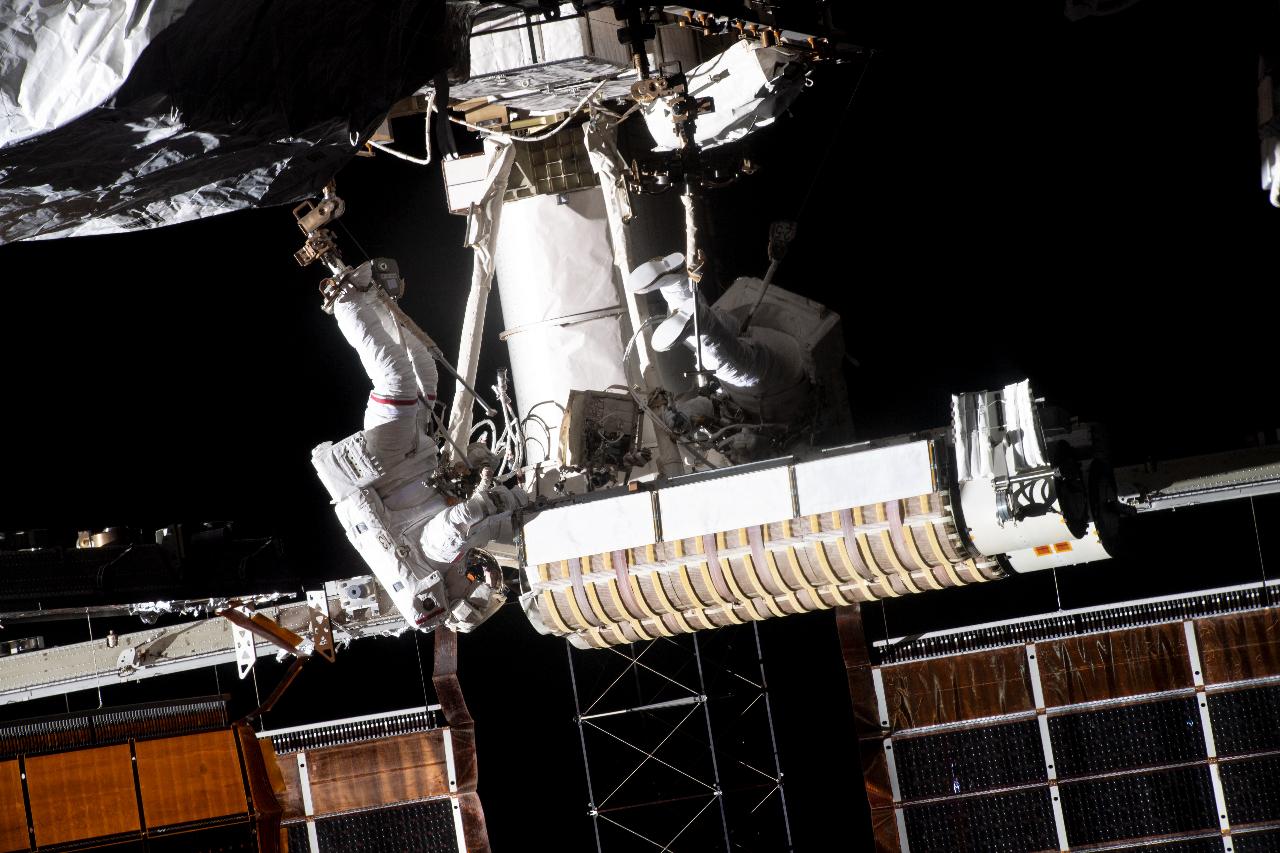 Foto de la caminata espacial de los dos astronautas