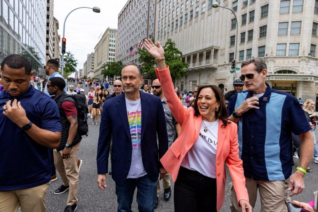 Kamala Harris se suma a marcha del orgullo LGBTQ+