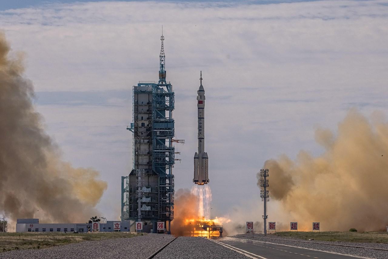 China confirma éxito del lanzamiento de su nave espacial