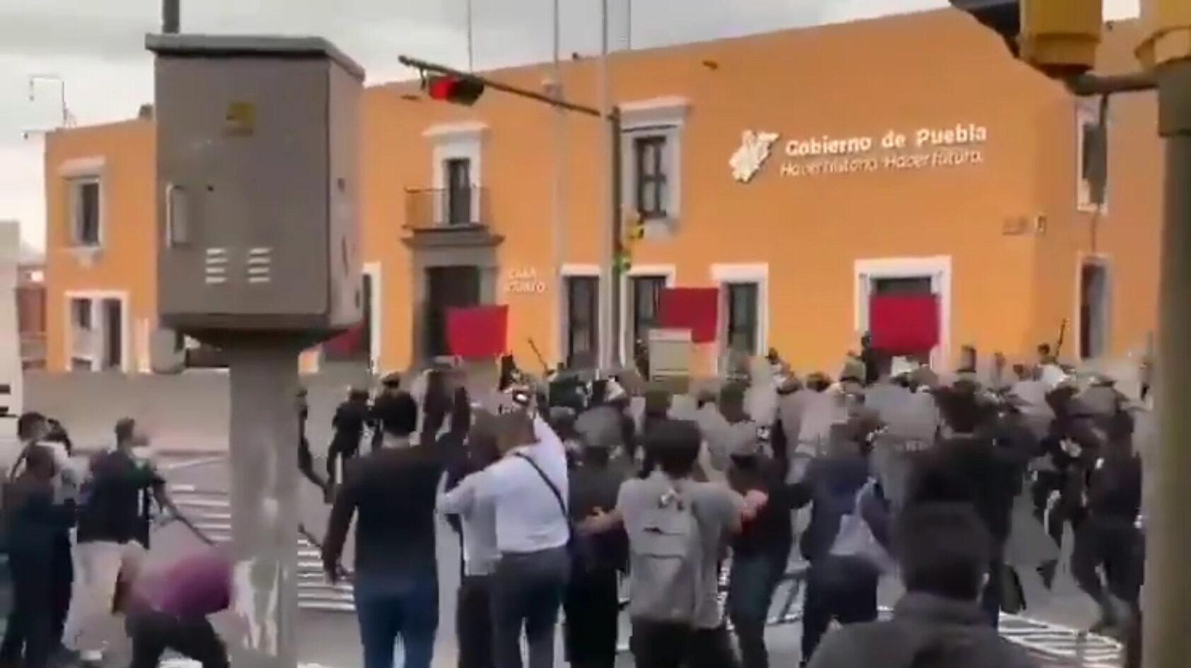Puebla policía normalistas