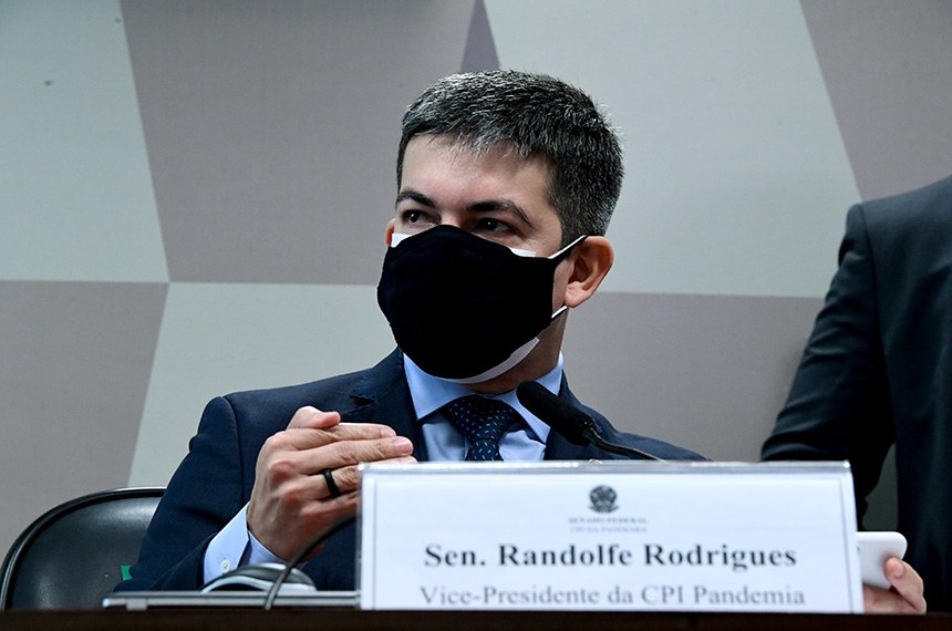 Randolfe Rodrigues: 'En Brasil, un gabinete paralelo comanda el enfrentamiento a la pandemia'