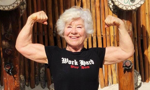 Un nuevo comienzo después de los 60: 'Estaba enferma, cansada y me había perdido a mí misma, hasta que comencé a levantar pesas a mis 71 años'