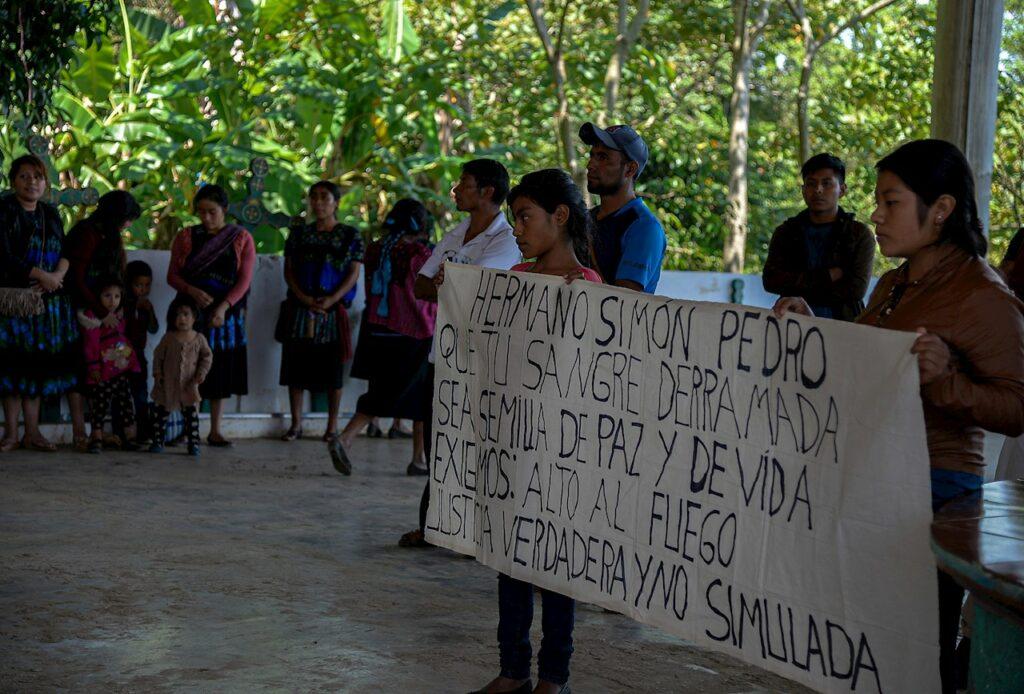 Indígenas tzotziles de Pantelhó y Chenalhó huyen de la violencia en Chiapas