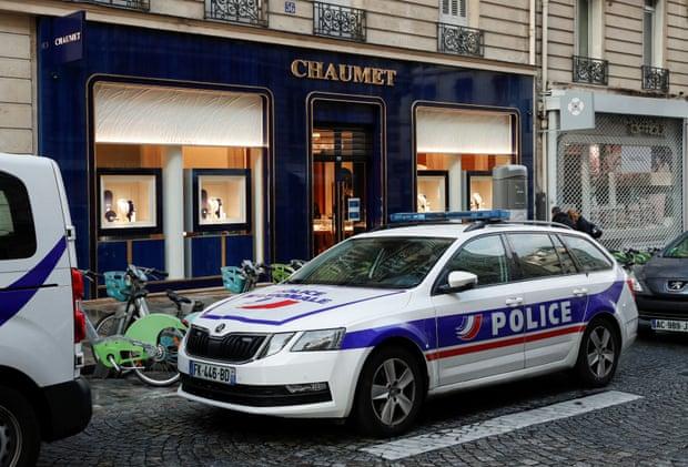 Realizan arrestos después de que un ladrón de joyas se escapó de un 'alucinante' robo en París