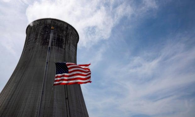 Tres estadounidenses generan suficientes emisiones de carbono como para matar a una persona, revela estudio