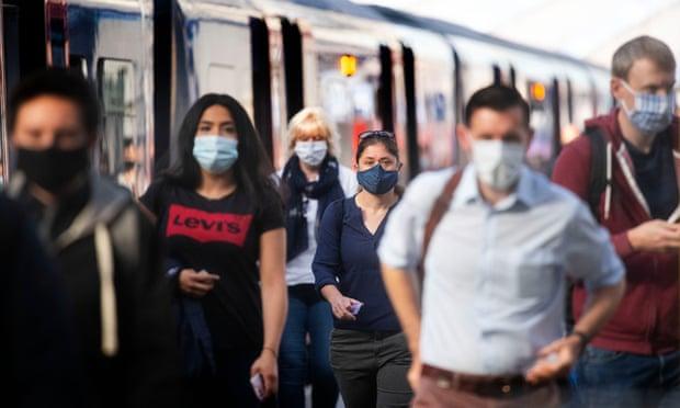 'La idea de viajar en trasporte público me llena de terror': trabajadores sobre el regreso a las oficinas