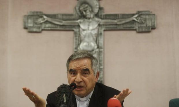 Cardenal niega delitos financieros en el mayor juicio en la historia del Vaticano