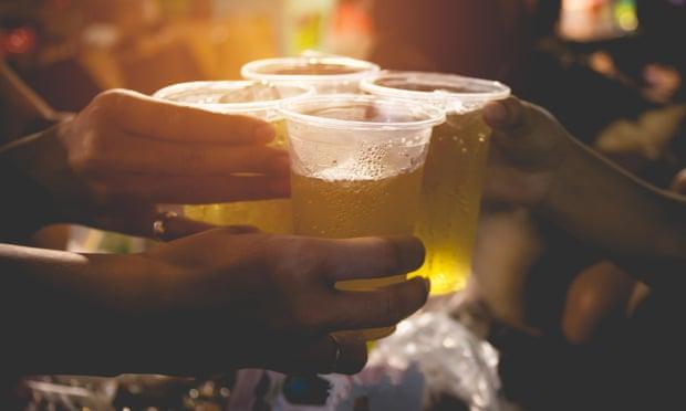 El alcohol causó 740,000 casos de cáncer en todo el mundo el año pasado: estudio