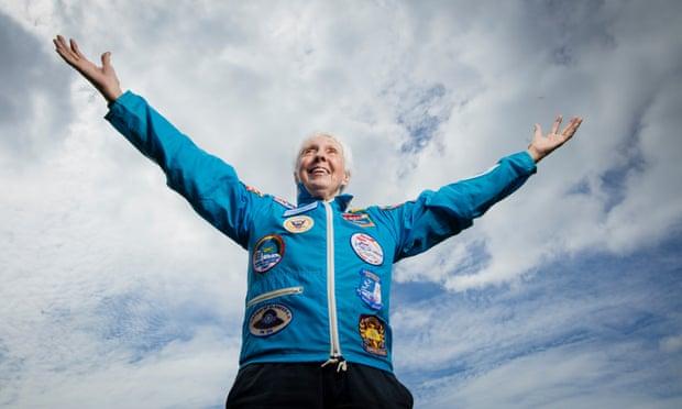Wally Funk, la piloto pionera que irá al espacio con Bezos: 'Nadie ha esperado tanto tiempo'