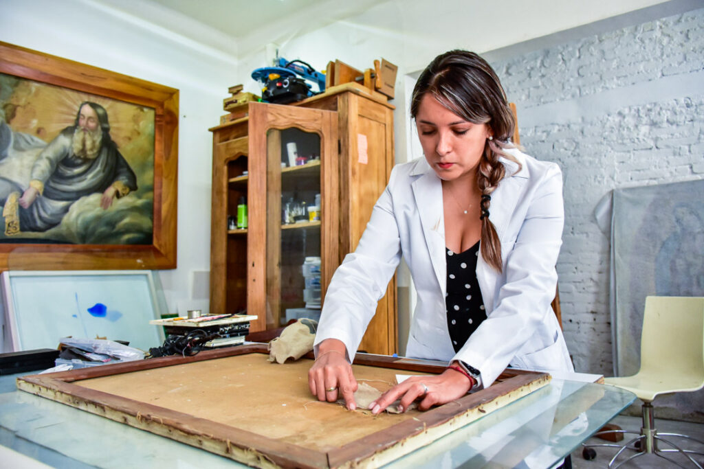 La mexicana becada por el Museo del Prado: 'Aquí apenas se nota la importancia de los restauradores de arte'