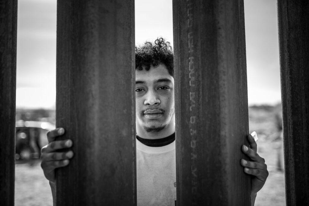 Mónica Lozano, fotógrafa que retrata la mirada íntima de los migrantes