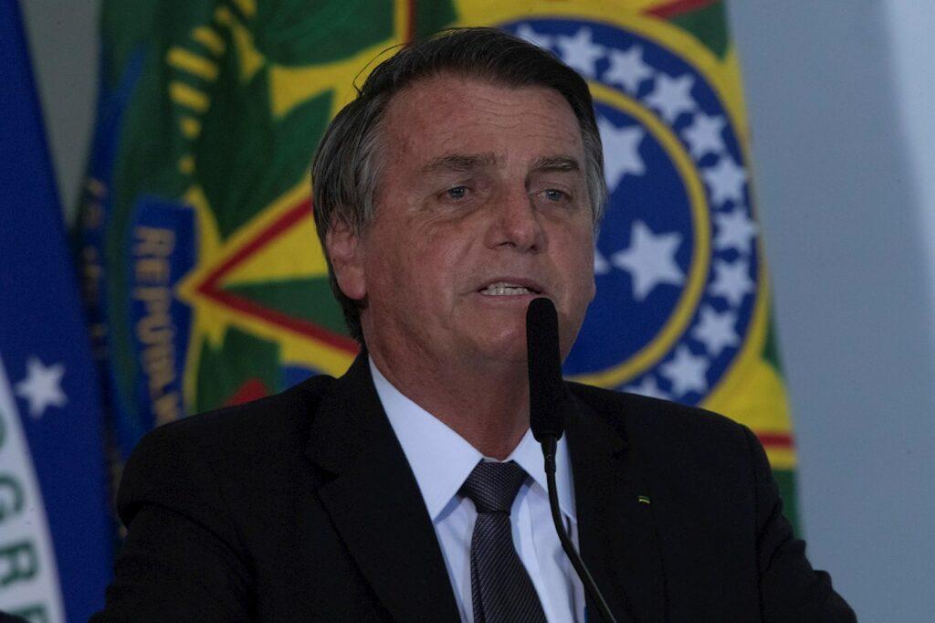 Jair Bolsonaro es hospitalizado por un dolor abdominal e hipo