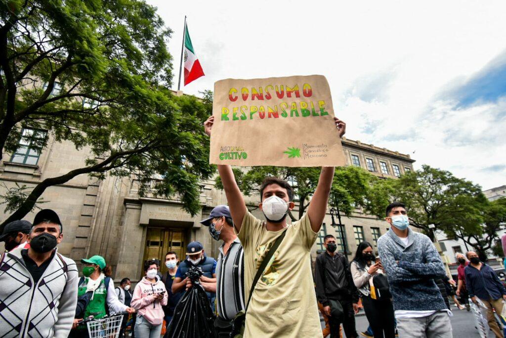 Marchan en CDMX por respeto a derechos de los usuarios de la marihuana
