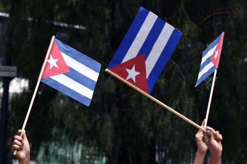 'Libertad', el grito de cientos que cubanos que protestan frente a la Casa Blanca