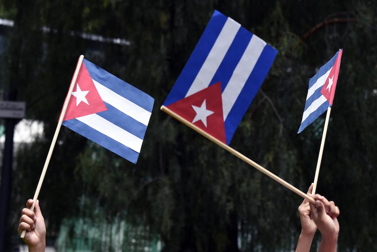 Cubanos protestan Casa Blanca